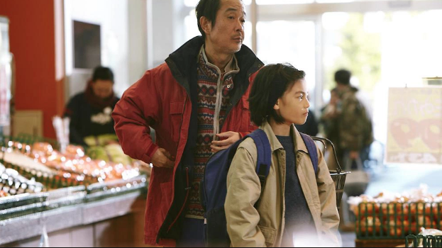Father and son are out a supermarket shoplifting in Shoplifters by Hirokazu Koreeda (2018)