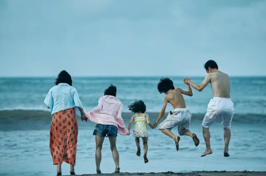 Shoplifters by Hirokazu Koreeda (2018)